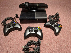 Xbox 360 Slim 250GB + Wireless Controllers + Kinect + games