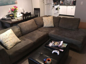 Beautiful Sectional in great condition - $500 (Walnut Grove)