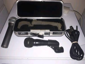 2 microphones with 1 cord and 1 case