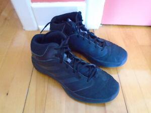 8 paires de soulier pour hommes Adidas, Merrell, Nike