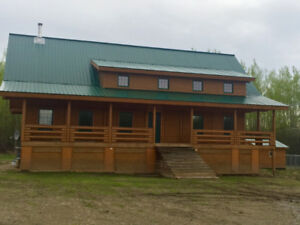 Log home, 1/4 sec., amazing features, dead end road, wildlife!