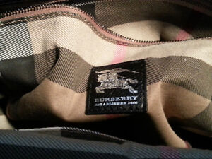 AUTHENTIC BURBERRY HAND BAG Windsor Region Ontario image 4