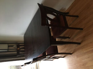 Table de cuisine a vendre pas de chaise en bois franc