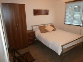Room in Hanger lane, En suite, No Deposit
