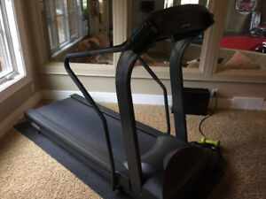 Commercial Treadmill - Life Fitness - soft bounce