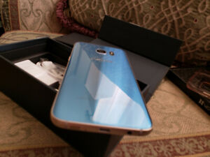 Like New Unlocked Blue Coral Samsung Galaxy S7 Edge + Clear Case