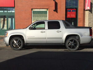 2011 Chevrolet Avalanche LOW KM