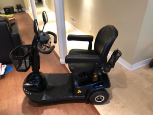mobility scooter like new (newest model)