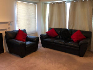 **BEAUTIFUL**BLACK LEATHER COUCH SET