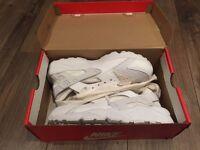 Nike air hurache - size 9 - white - BRAND NEW NEVER WORN! (mens)