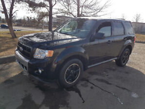 2012 Ford Escape XLT, V6, 4WD, auto, loaded, only 112,045 km
