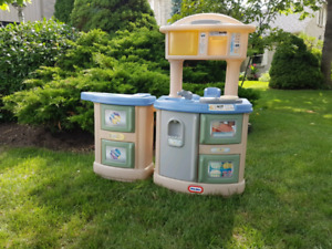 Little Tykes kitchen and laundry center