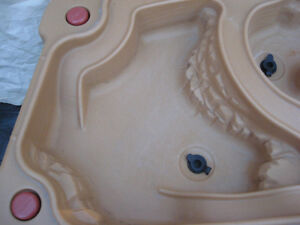 INDOOR OUTDOOR SANDBOX OR WATER PLAY CENTER TABLE  FOR KIDS Cambridge Kitchener Area image 7