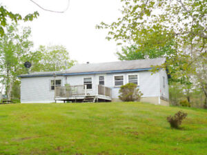 Lakefront Cottage, 2.5 hours from Halifax!