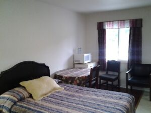 SUPERIOR DELUXE ROOMS WITH KITCHENETTES AT THE COLONIAL INN Peterborough Peterborough Area image 10