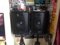 QTX SOUND PA SPEAKERS, STANDS & SKYTEC PRO 480 AMP
