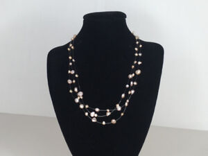 Collier de perles roses – Pink pearl necklace