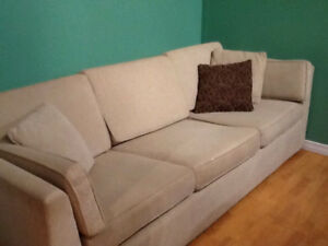 BEAUTIFUL ! MODERN ! COUCH