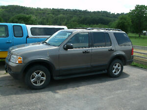 2003 Ford Explorer XLT: A/C Blows Cold, Drives Great, 4X4!!