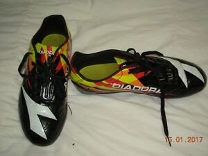 Size 8 Soccer shoes.