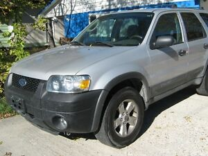 2005 Ford Escape XLT SAFTIED!