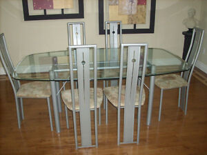 like new six chairs and class top dinning table Kitchener / Waterloo Kitchener Area image 2