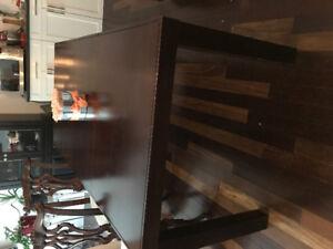 Table en bois avec 4 chaises