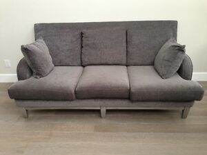 Like New Hampton House Couch Kawartha Lakes Peterborough Area image 1
