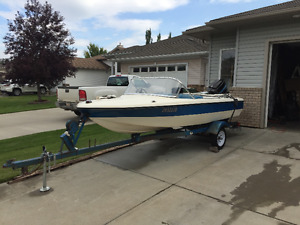 1979 Vanguard Fibreglass Boat with 70 Horse Mercury Motor