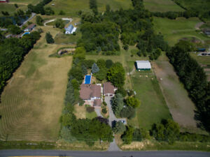 Horse Farm on 10.04 Acres Close to Hwy 407/412