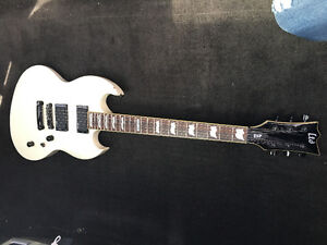 electric guitar - white
