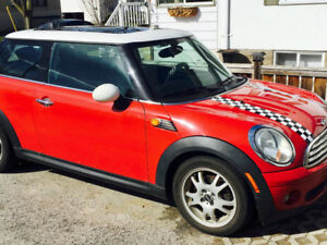 Mini Cooper 2009 with 2 sets of rims , leather, sunroof, red