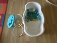 Baby bath tub with shower