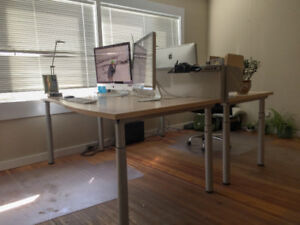 4 Matching Office Desks & 2 Matching Cabinets
