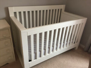 EUC College Woodwork white converting crib