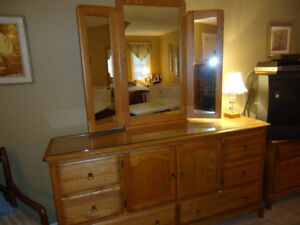 Mirrored dresser, 2 bedside tables