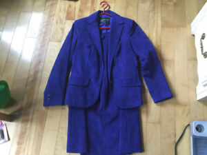 Ladies Size 8 Business Suit     Royal Blue