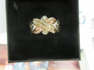 **PRETTY PIECES** 6 Piece Puzzle Ring Gold Set