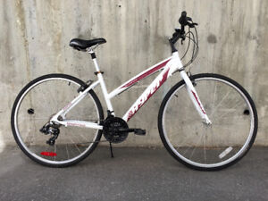 Like new women 21-speed commuter, new chain, tires TUNED