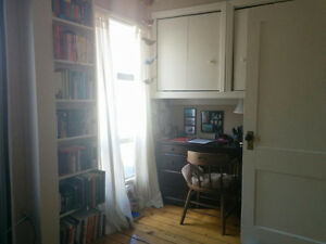 Large one bedroom and den on Tower Road