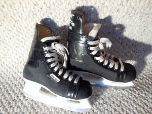 Bauer Supreme 100 Junior Hockey Skates