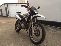 2007 Honda XR 125cc learner legal motorcycle. 125 cc with long MOT. USB charger.