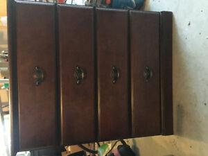 Children's 4 drawer dresser. Like new.