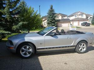 2009 Ford Mustang Convertible (2 door)