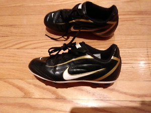 Nike size 12 youth soccer cleats