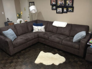 Brown 6 Seat Sectional Couch and Ottoman