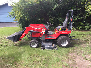 2014 Massey Ferguson GC1705 Tractor with Loader and Mower