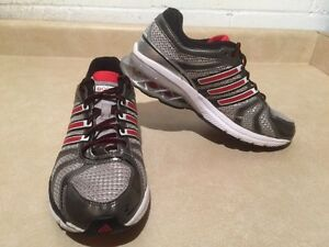 Women's Adidas Boost Running Shoes Size 6 London Ontario image 3
