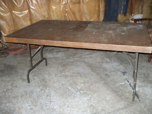FOR SALE SOLID TABLE WITH FOLD OUT LEGS,,62 X 36 Belleville Belleville Area image 1