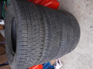 4 pneus pour camion
